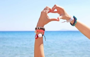 ペアブレスレットで愛が深まる!賢い選び方とおすすめ人気ブランド21選